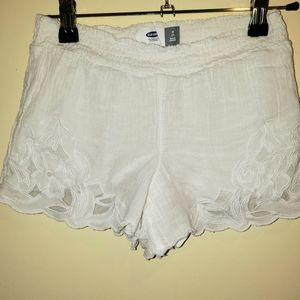 Size 8 White shorts with lace detail